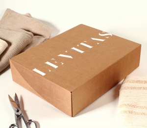 Caja de ropa para envío