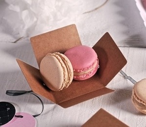 Small macaron box with lid