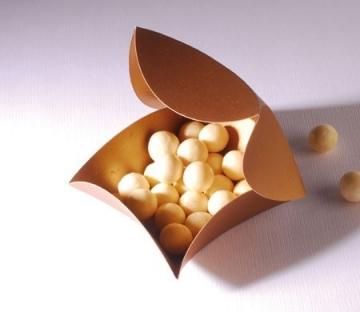 Caja regalo dorada para bombones y chocolates
