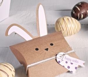 Scatola con orecchie da coniglio