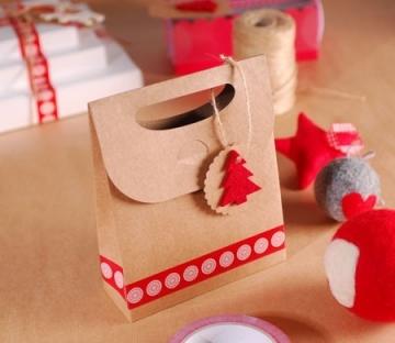 Bolsa regalo navideña con árbol de fieltro
