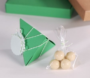Cajita verde triangular para bombones