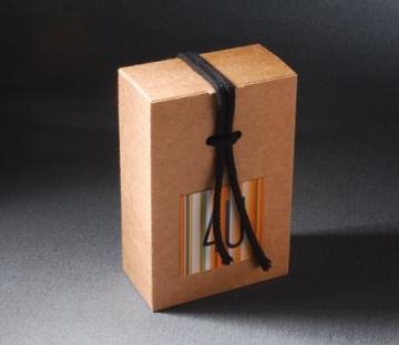 Cajita con cordón para regalo de empresa