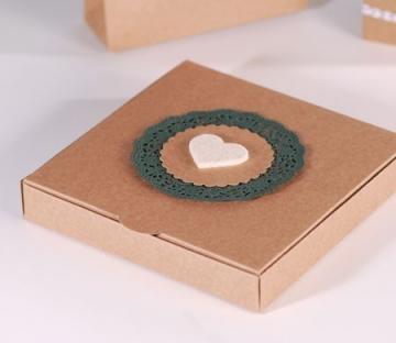 Caja con corazón en fieltro para pañuelos y complementos
