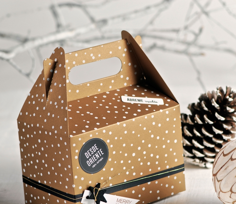 Scatola regalo con stampa per natale selfpackaging - Decorar cajas de regalo ...