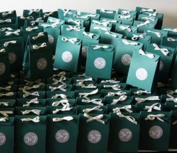 Cardboard gift bag for wedding favours