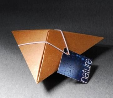 Cajita piramidal para regalos de empresa