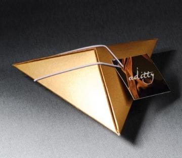 Pyramidal box with company gifts