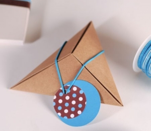 Cajita piramidal para pequeños obsequios