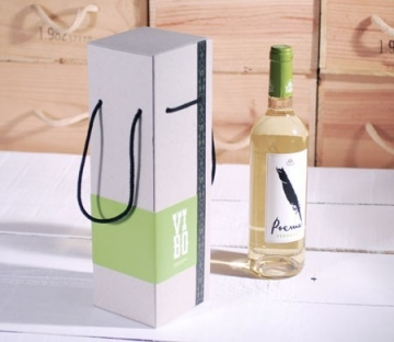 Personalised gift box for a wine bottle