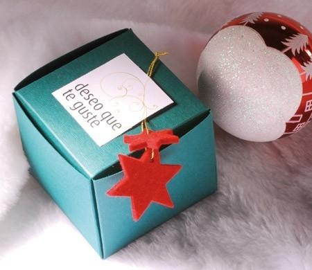 Caja cuadrada para regalar en Navidad