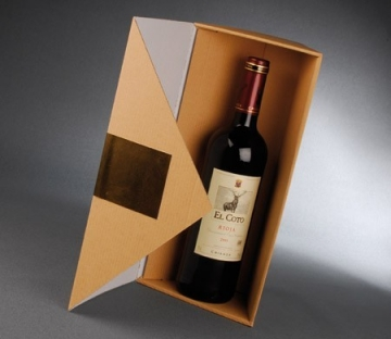 Triangular box for bottles