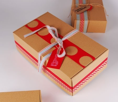 'Self-assembling' shoe box
