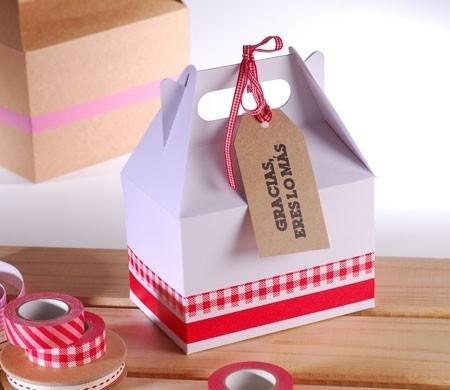 Decorated picnic box in white