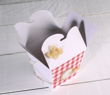 Caja de regalo decorada con pasta