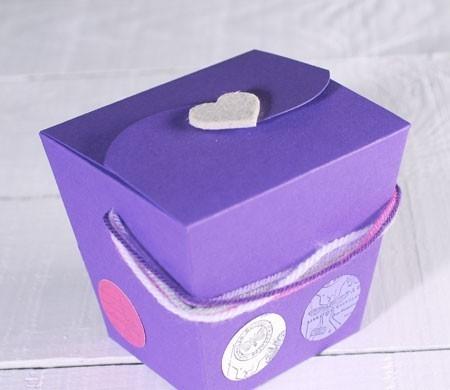 Scatola regalo decorata con lana