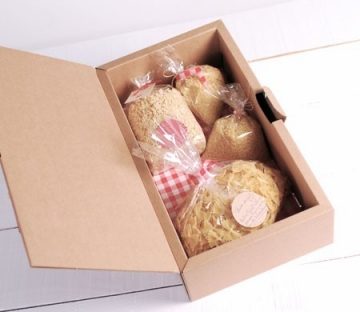 Resistant gift box with handle