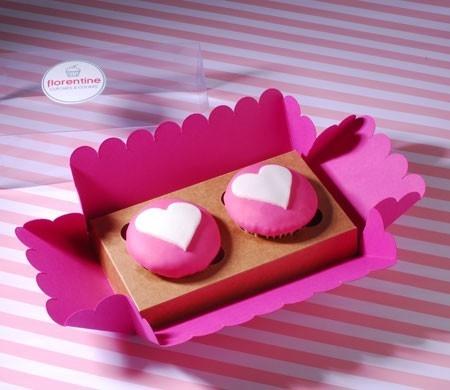 Caja para dos cupcakes con etiqueta