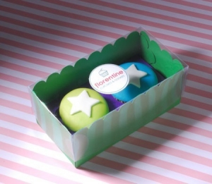 Coloured box for two cupcakes