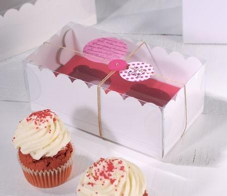 Caja dos cupcakes decorada con botones