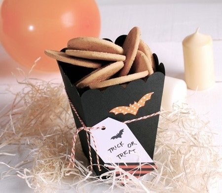 Little box for Halloween cookies and sweets