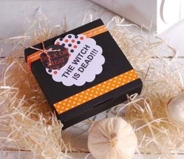 Caja negra y cuadrada para Halloween