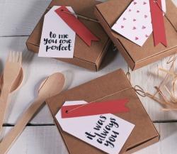 Schlichte Geschenkbox für den Valentinstag