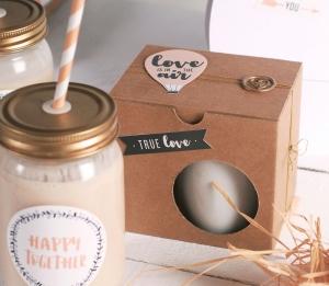 Dekorierte Tassenverpackung für den Valentinstag