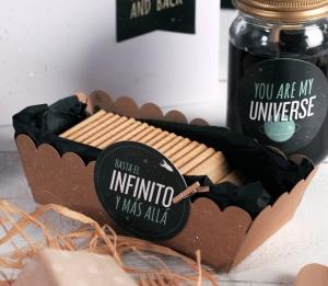 Caja para galletas con decoración galáctica
