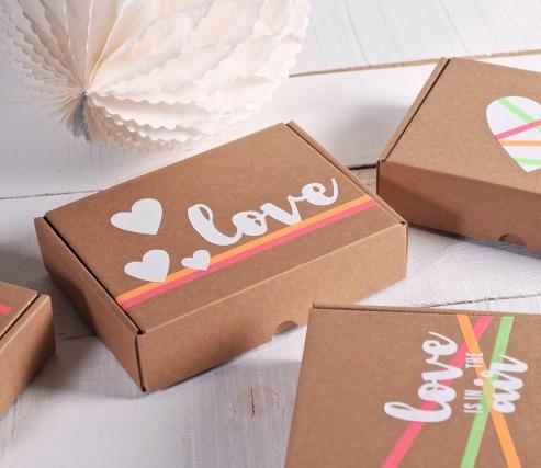 Caja decorada con vinilo romántico