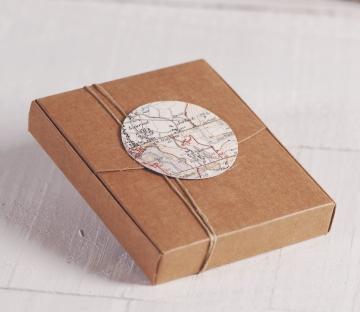 Cajita para polaroids con decoración