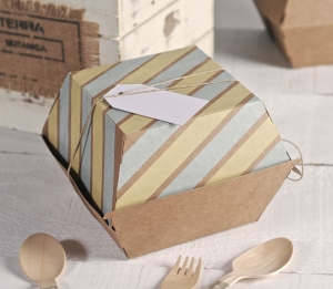 Box of burguers decorated with washi tape