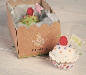 Box for crocheted cupcakes