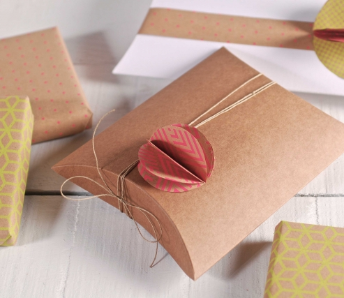Gift box for jewelry with flower