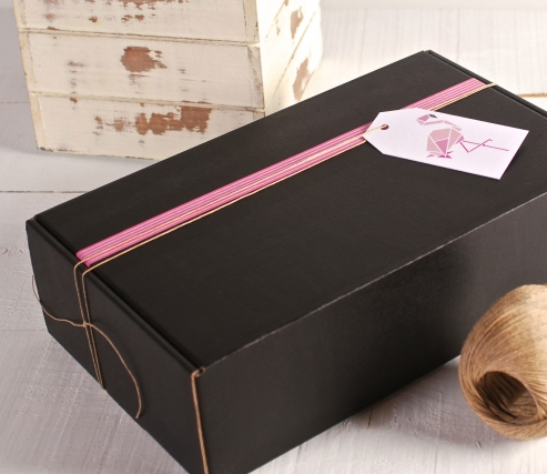 Box decorated in pink and white with flamenco