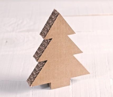 Albero di natale in cartone per le decorazioni - Como hacer un arbol de navidad de carton ...