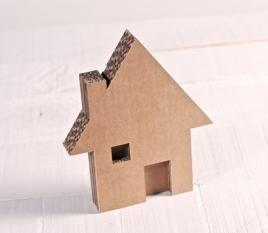 Casa de cartón pequeña