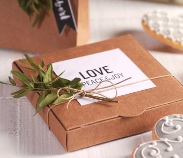 Caja para invitaciones decorada