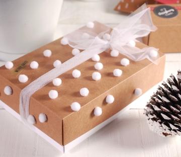 Caja para Navidad con pompones