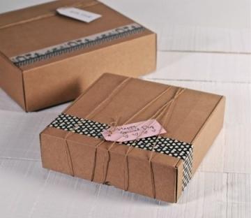 Scatole quadrate in cartone