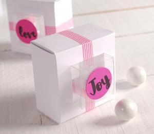 Scatole regalo con telaio bianco e rosa