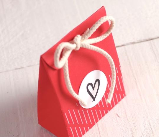Sacchetto rosso con cuore