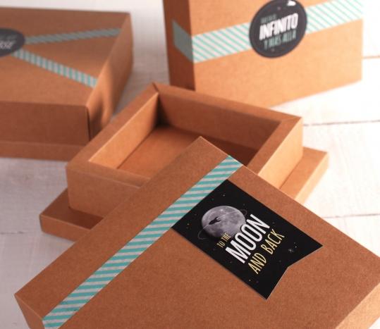 Caja kraft decorada con pegatinas