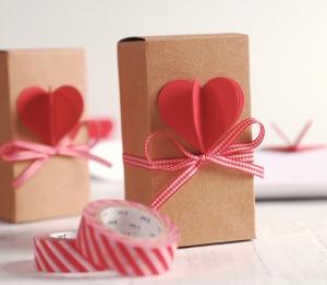 Lunga scatola con il cuore 3D e nastro