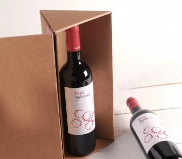 Caja triangular decorada para vinos