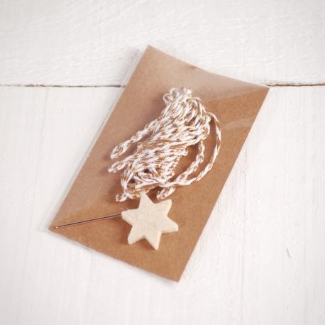 Estrella con cordón dorado