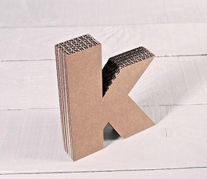Kleinbuchstaben aus Pappe