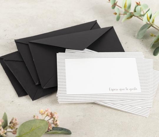 Sobres y tarjetas de agradecimiento.