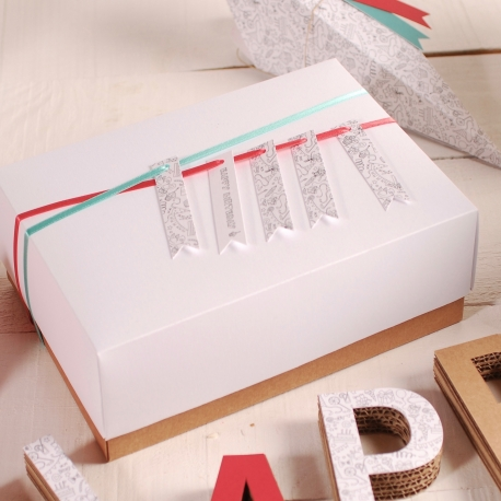 Square box decoration with accessories