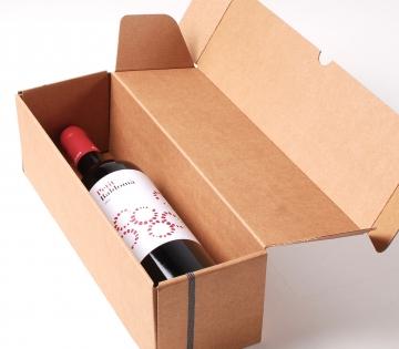 Decoración sencilla caja alargada de vinos